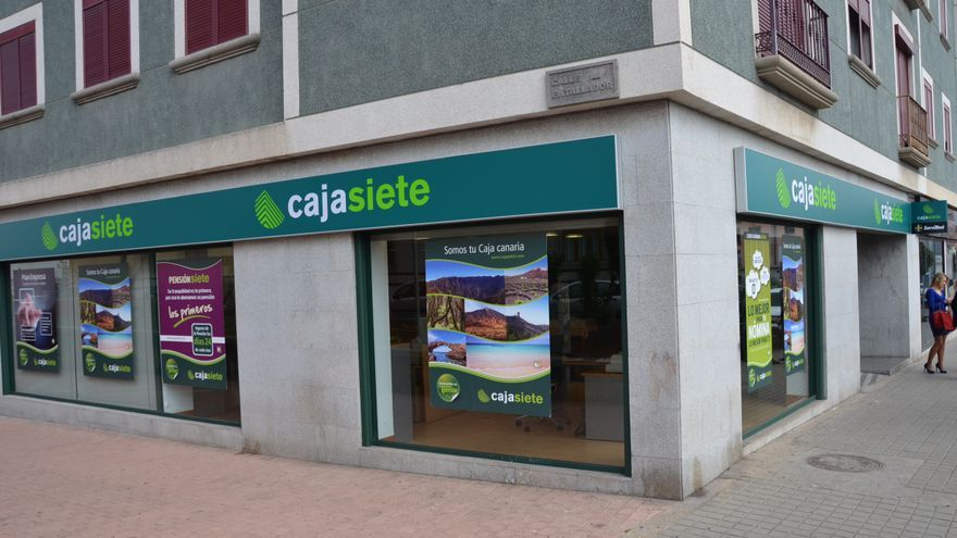Cajasiete abre en arucas for Oficinas cajasiete