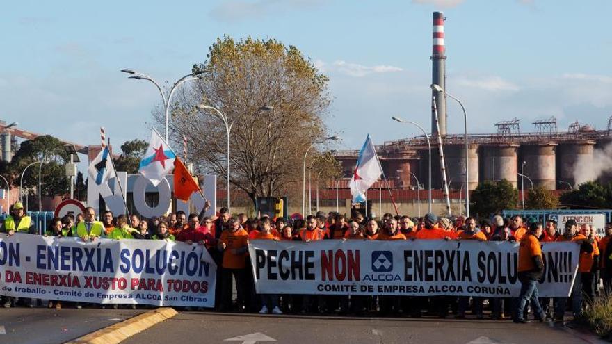 Trabajadores de Alcoa piden más presión para que sus demandas sean atendidas