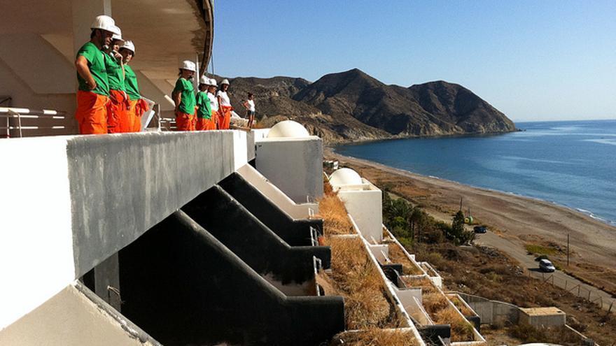 Los ecologistas llevan pidiendo la demolición del hotel desde 2005./FOTO: Juanlu Sánchez