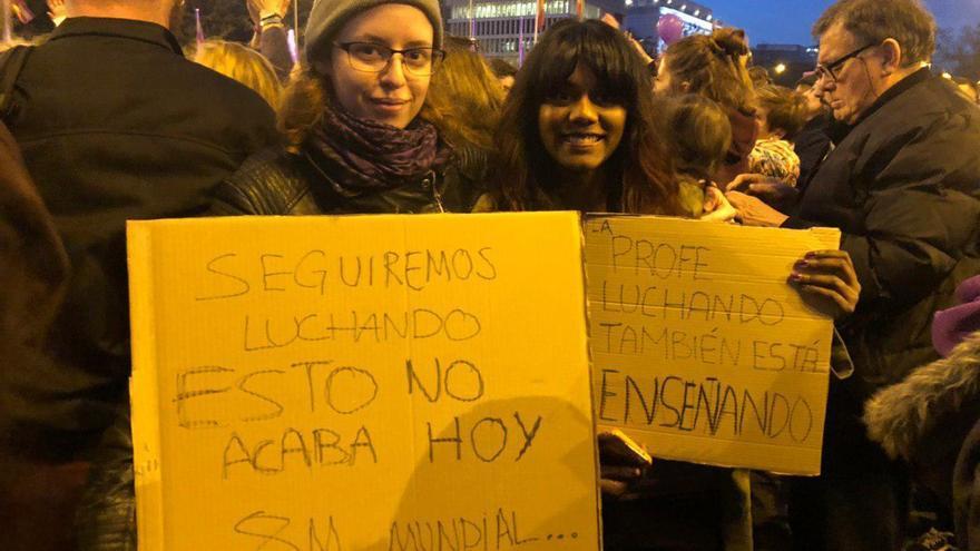 La profesora Irene Robledo (dcha.) durante la manifestación de Madrid.