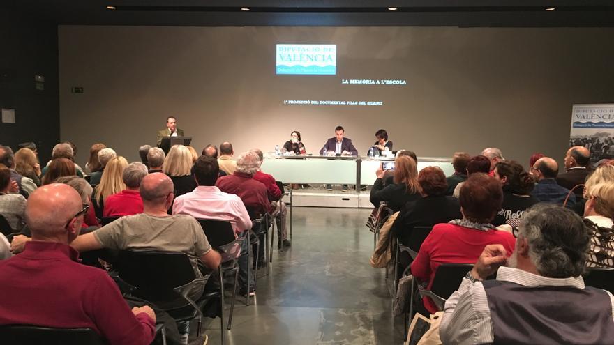 Imagen de la presentación del documental 'Fills del silenci'