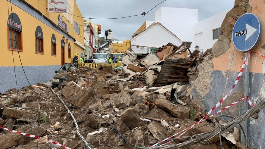 Aparatoso derrumbe de una vivienda en Santa Brígida.
