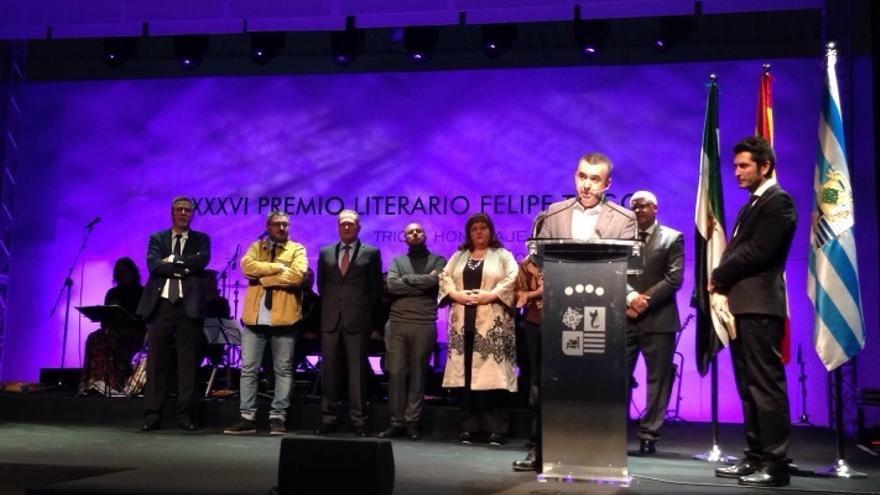 """Roberto Osa, con su novela """"Morderás el polvo"""", ganador del XXXVI Premio Literario / @juntaex_cultura"""