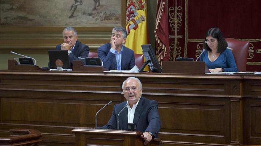 El presidente del Partido Nacionalista Canario, Juan Manuel García Ramos, en el Parlamento de Canarias