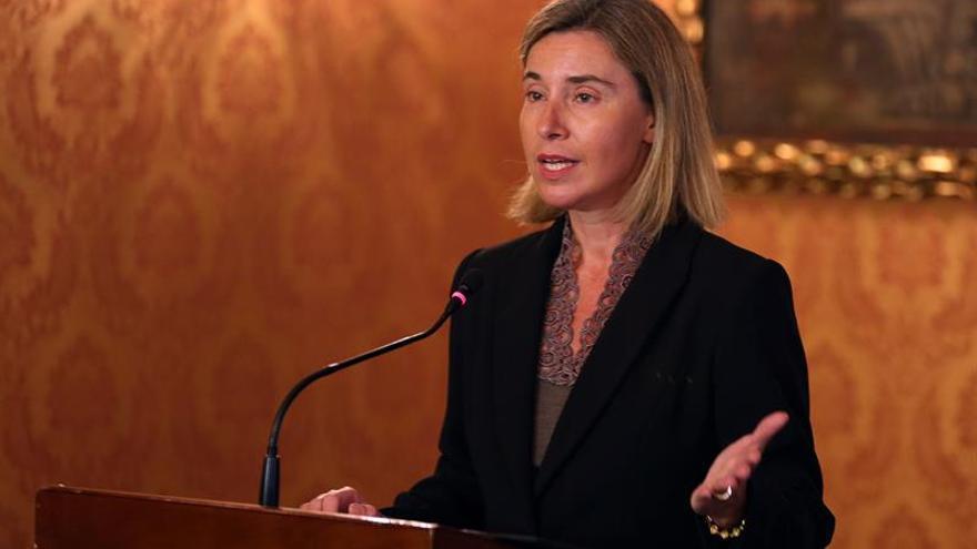 """Mogherini dice que China tiene que aceptar las """"obligaciones"""" comerciales"""
