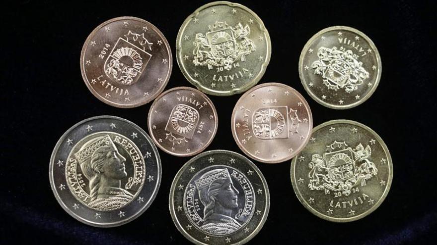El euro se mantiene en 1,3461 dólares