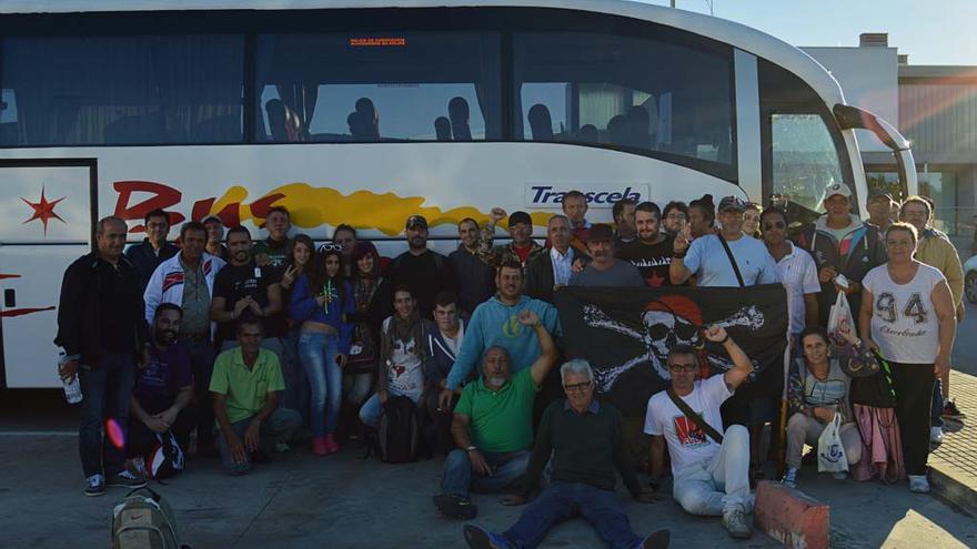La columna que va de Cádiz a Oviedo, en un alto del viaje./ I.T.