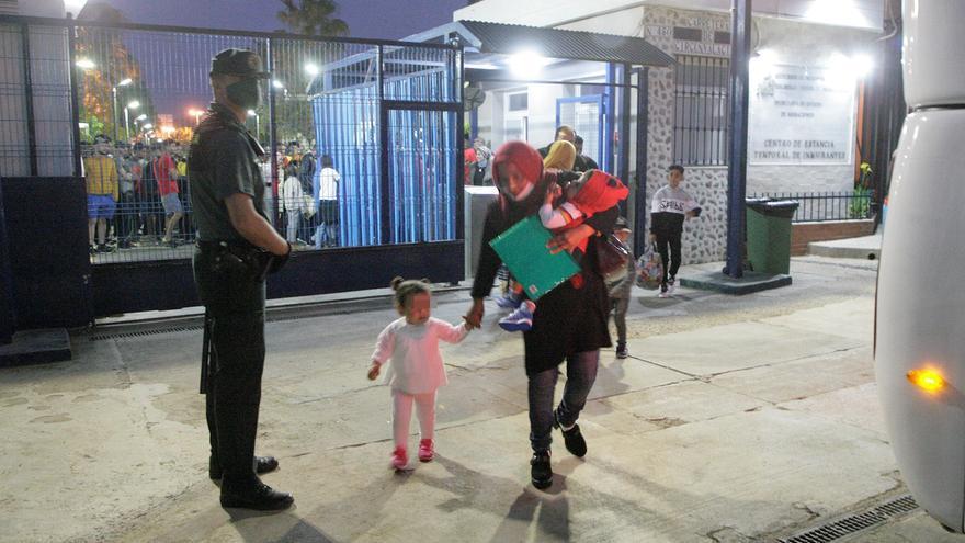 Confinan parte del CETI de Melilla por 33 positivos entre los migrantes