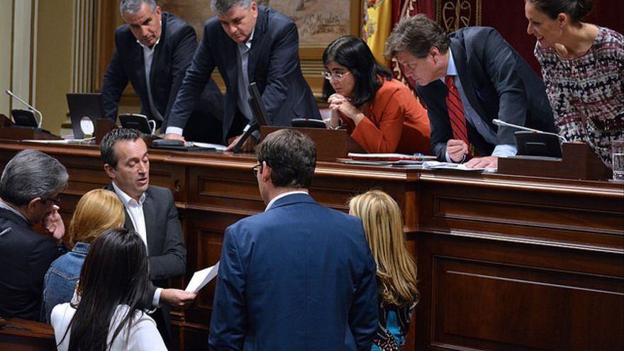 Los portavoces de los partidos políticos con representación el Parlamento de Canarias reunidos con la presidenta, Carolina Darias