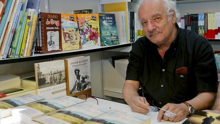 El escritor Javier Reverte, uno de los más combativos  en la lucha por el derecho a seguir creando