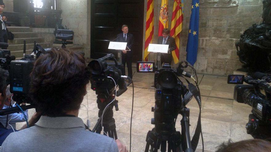 Los presidentes valenciano y catalán, Ximo Puig y Carles Puigdemont, comparecen ante los medios