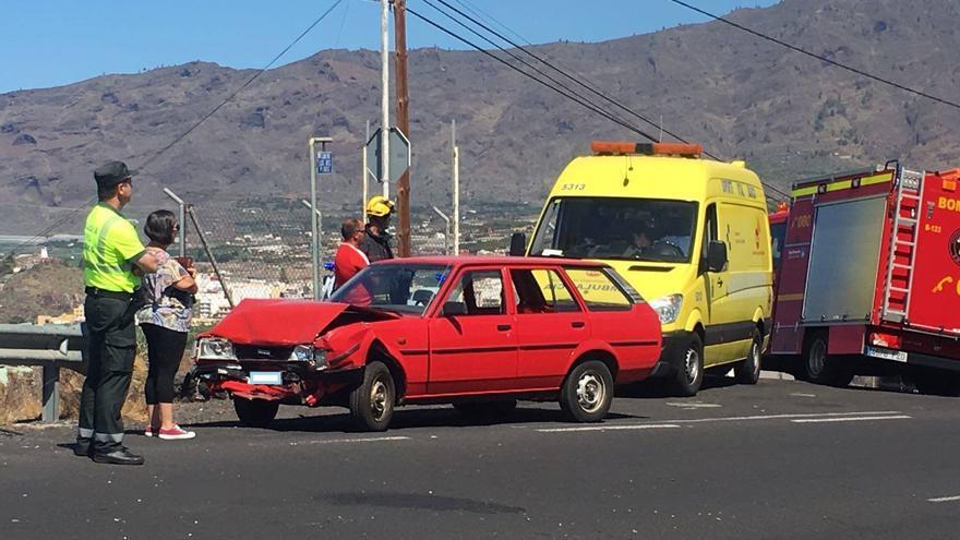 Estado de uno de los vehículos implicados. Foto: BOMBEROS LA PALMA
