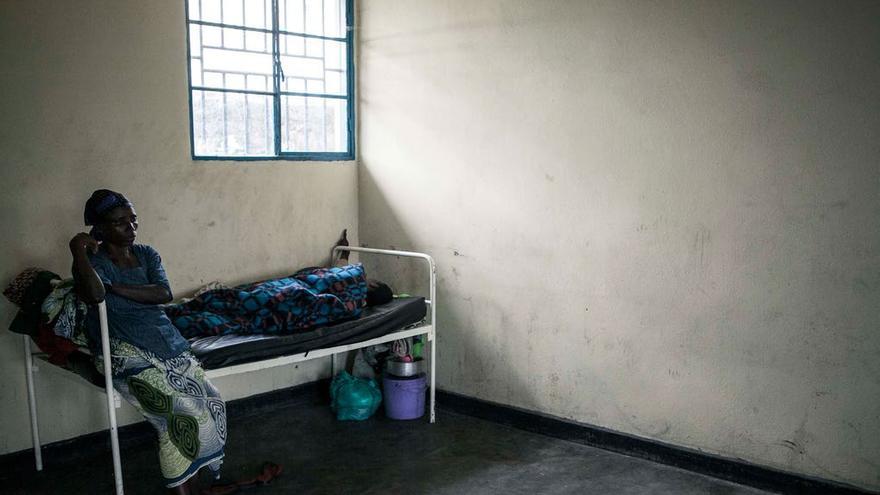 Charlotte Habanuwg no se separa de su hija. Padece esquizofrenia y necesita atención constante. Foto: Patrick Meinhardt