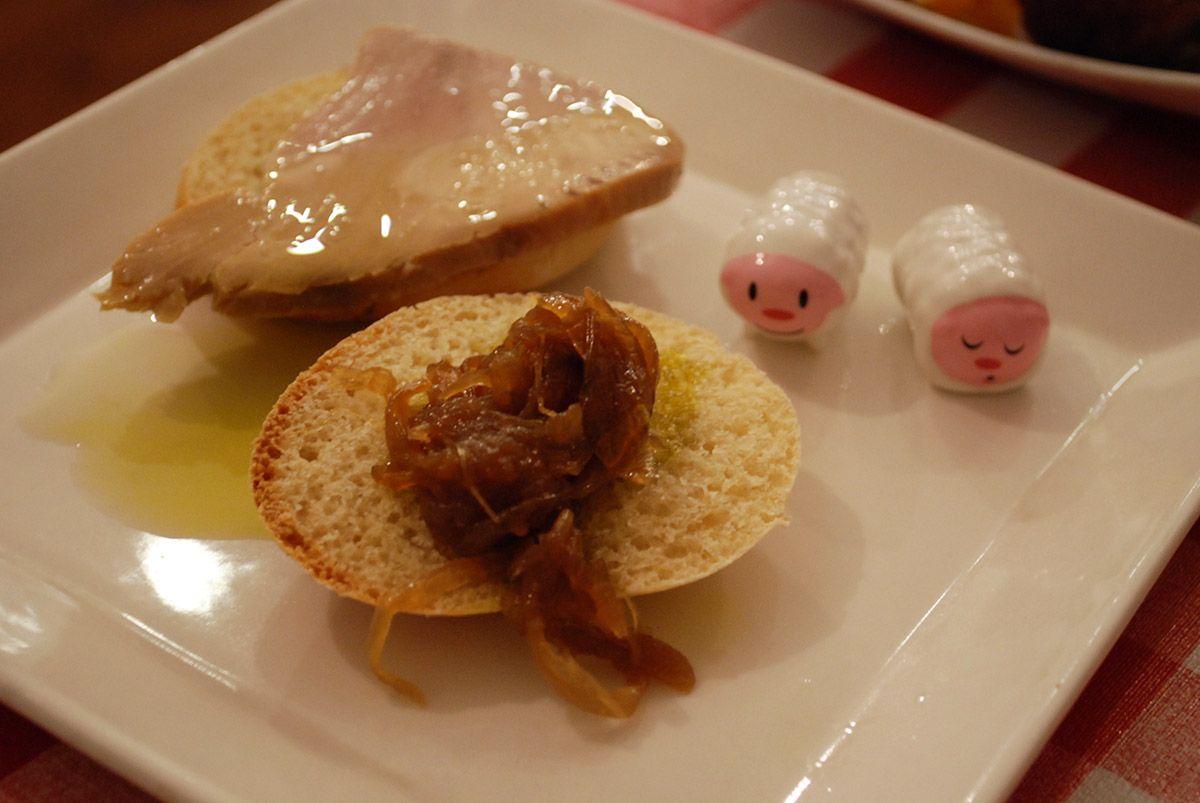 Manolito con atún de almadraba y cebolla_Malasaña a mordiscos_Humberts