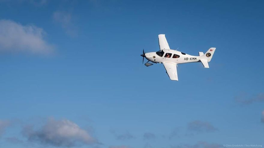 La avioneta Moonbird, de la ONG Sea-Watch, los únicos ojos que están buscando vidas en peligro en el Mediterráneo central.