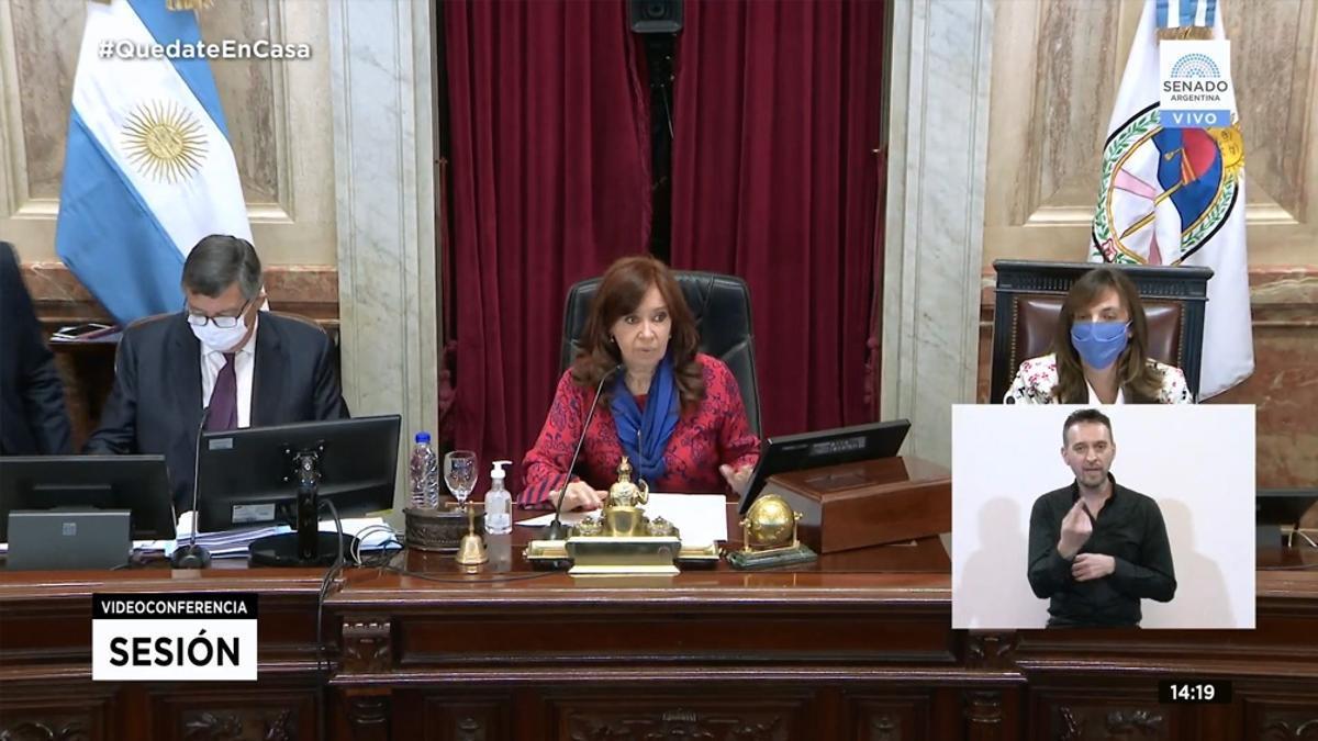Cristina Kirchner, al frente de una sesión en el Senado. Quórum en riesgo.
