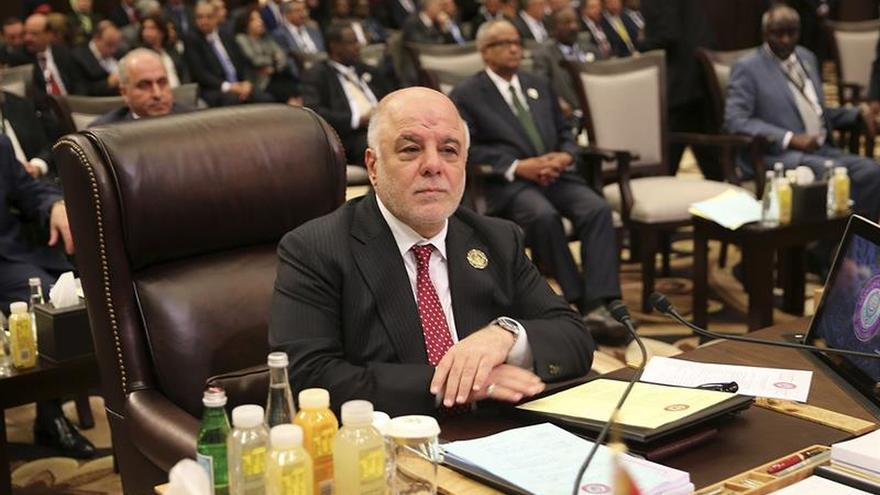 Primer ministro iraquí llega a Mosul y felicita al Ejército por la victoria