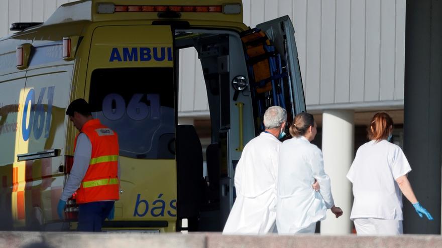 Sanitarios en la zona de urgencias del Hospital Lucus Augusti, en Lugo.