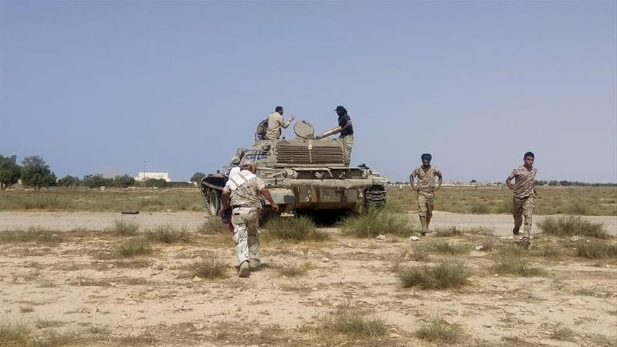 La rama libia del EI pierde fuelle pero aún resiste en Sirte