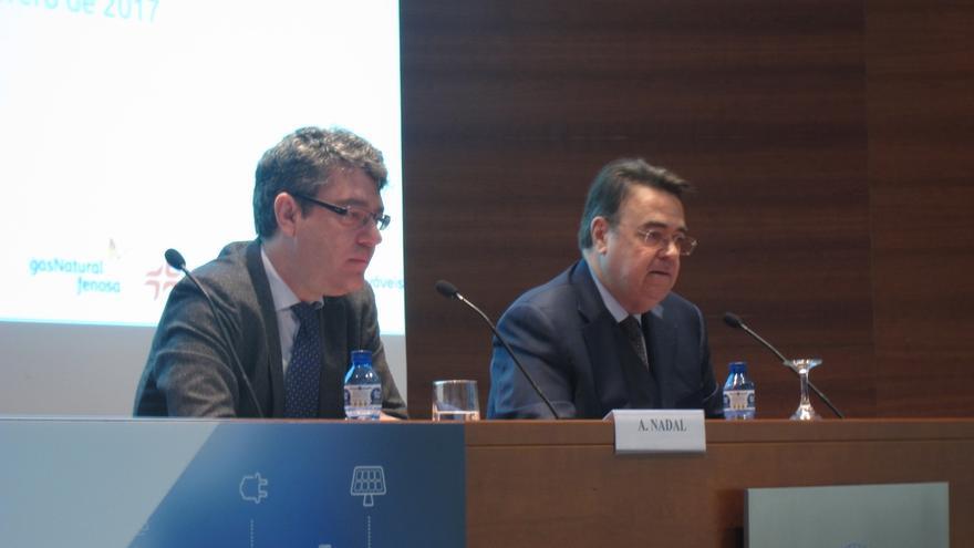 Álvaro Nadal, junto al presidente de Enagás, Antonio Llardén.
