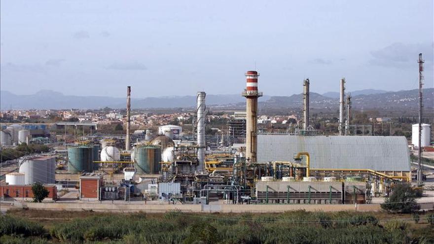 Explosión en una planta de Repsol en Tarragona sin heridos ni afectación exterior