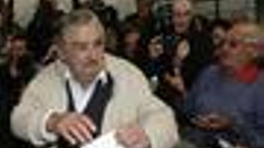 Unos 2,5 millones de uruguayos votan este domingo en las elecciones