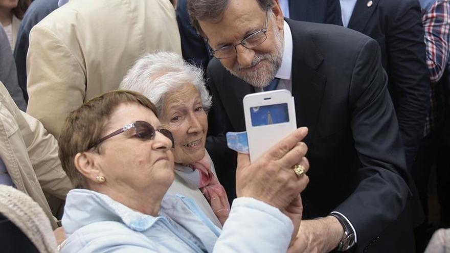 Rajoy avisa de que PSOE y Ciudadanos no sumarán y por eso necesitan a Podemos