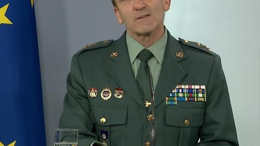 Captura de la señal institucional de Moncloa, del Jefe del Estado Mayor de la Guardia Civil, general José Manuel Santiago, este domingo durante la rueda de prensa.