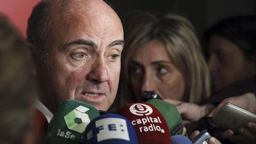 De Guindos cree que Dijssebloem no debe dimitir como presidente del Eurogrupo
