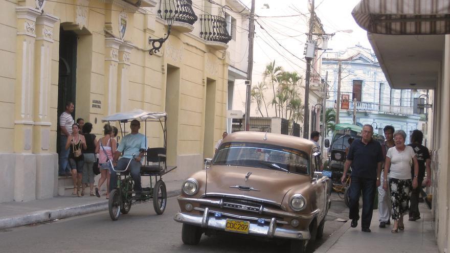 Un coche clásico en las calles de Camagüey; una imagen típicamente cubana. Laura Gooch