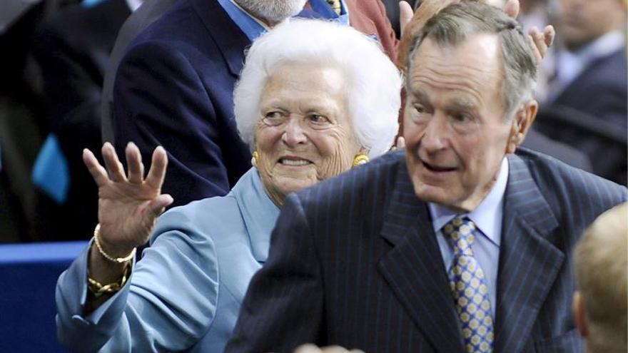 Barbara Bush no quiere a su hijo de presidente ni tampoco a otra Clinton