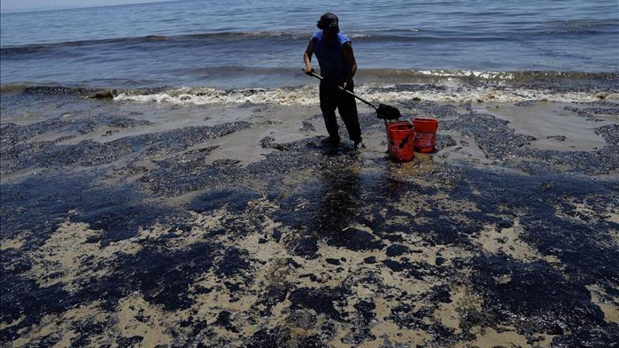 La limpieza del vertido de petróleo en California podría durar meses