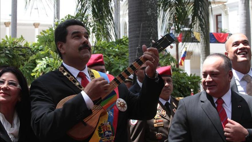 Maduro ofrece asilo humanitario a Snowden