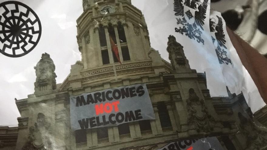 Una de las pegatinas denunciadas por el Observatorio Madrileño contra la LGTBIfobia