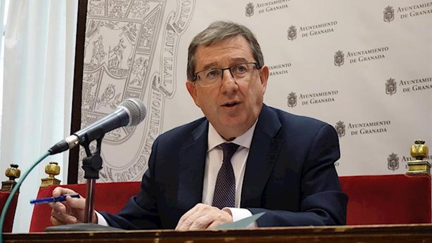 El concejal de Economía, Luis González (PP), tiene ante sí la tarea de lograr el primer presupuesto en un lustro
