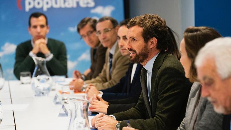 El presidente del PP, Pablo Casado, con ocho entidades de educación concertada.