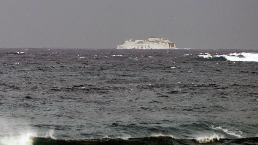Barco de Naviera Armas en el trayecto de Gran Canaria a Tenerife.