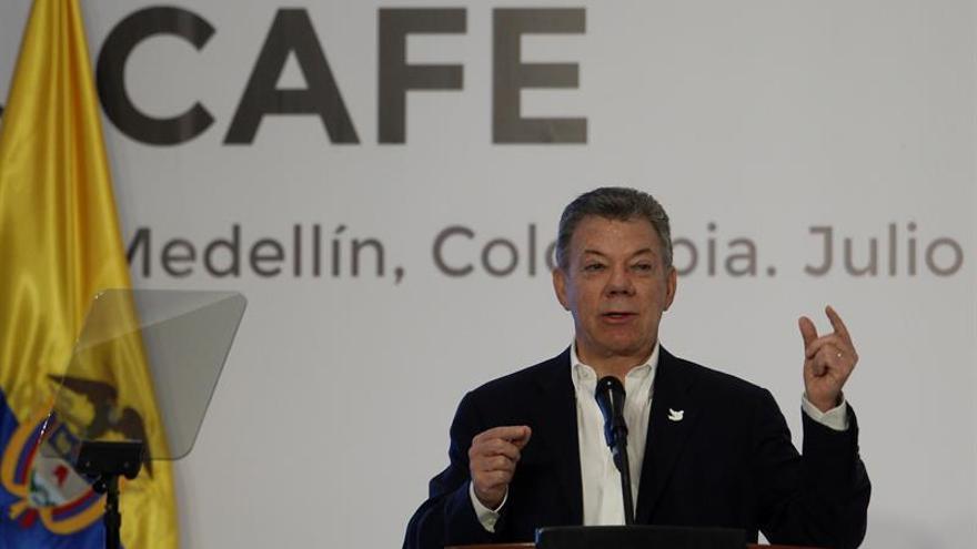 Santos destaca el incremento de las acciones de la Bolsa de Valores de Colombia