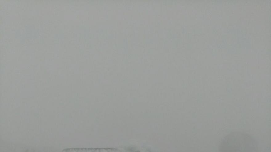 Un coche congelado en una vía interior del Observatorio  Astrofísico del Roque de Los Muchachos
