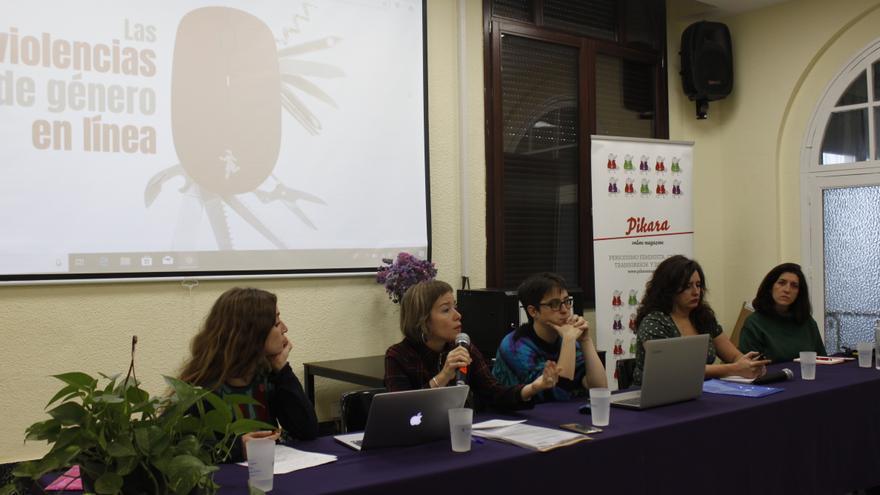 María San Martín (Front Line Defenders), Laia Serra (jurista feminista), Andrea Momoitio (Pikara Magazine), Irantzu Varela (comunicadora feminista) y Fiona Montagud (Calala Fondo de Mujeres).