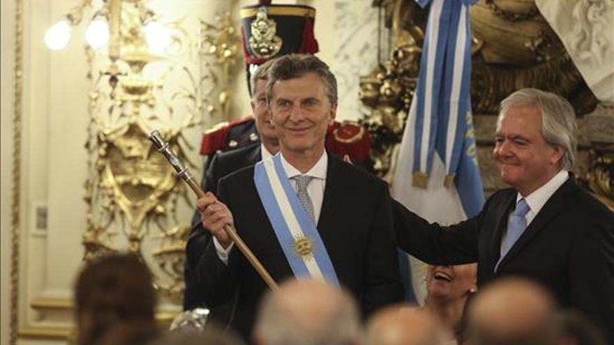 Macri recibe en la Casa Rosada el cetro y la banda presidencial. /EFE