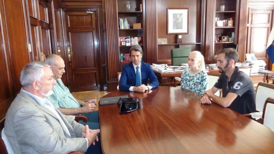 Reunión del delegado del Gobierno, Enrique Hernández Bento, con los familiares de Yéremi Vargas