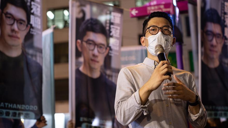 El destacado activista prodemocrático Nathan Law abandona Hong Kong.
