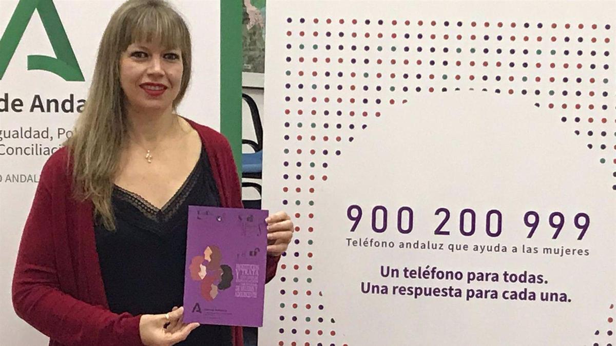 Lourdes Arroyo muestra el nuevo número de 'Cuadernos para la salud de las mujeres'