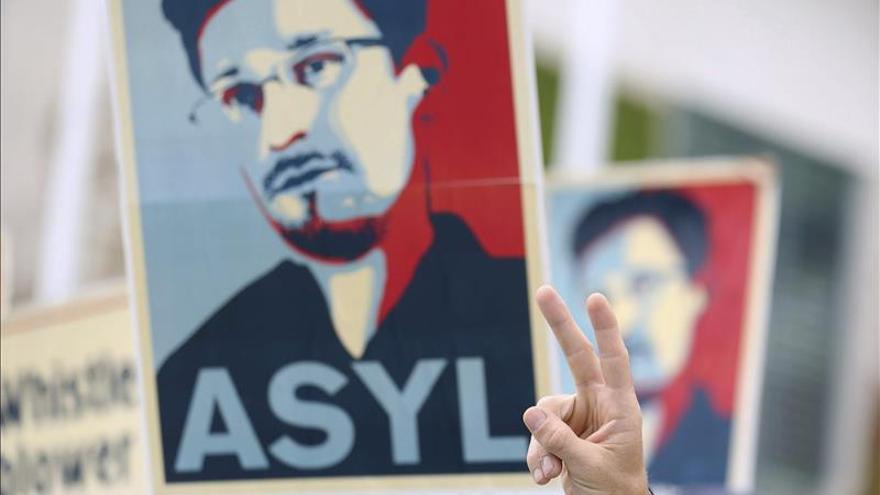 Artistas colocan en secreto un busto de Edward Snowden en un monumento en Nueva York