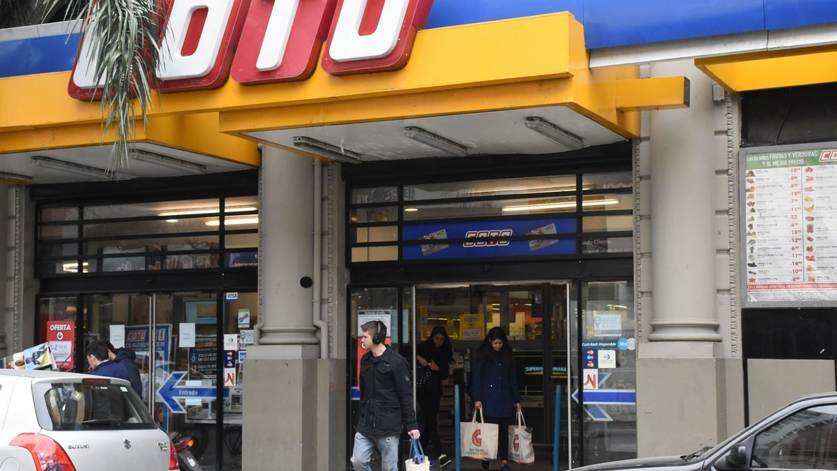 Multaron a la cadena de supermercados Coto.