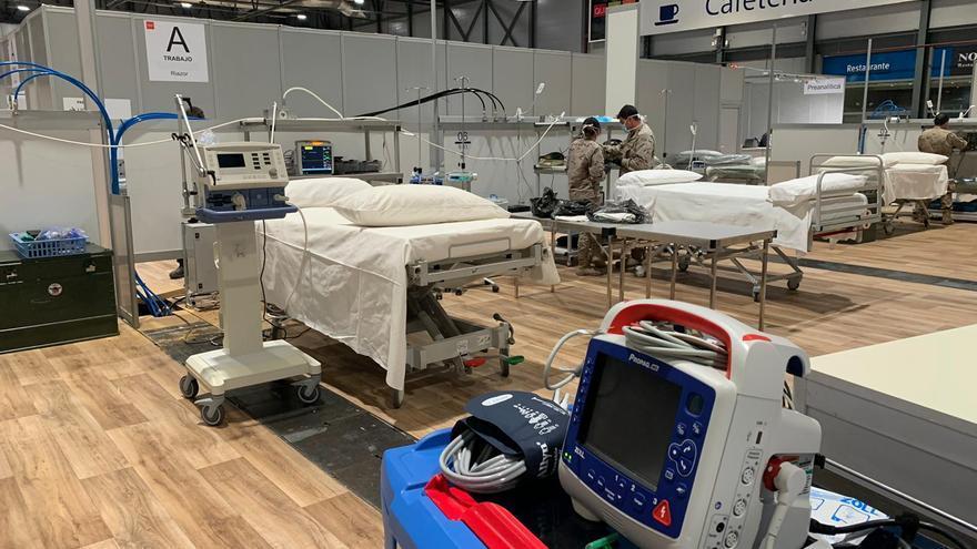 La Unidad Médica de Apoyo al Despliegue Aéreo (UMAAD) desplegó este jueves la primera sala de UCI en Ifema