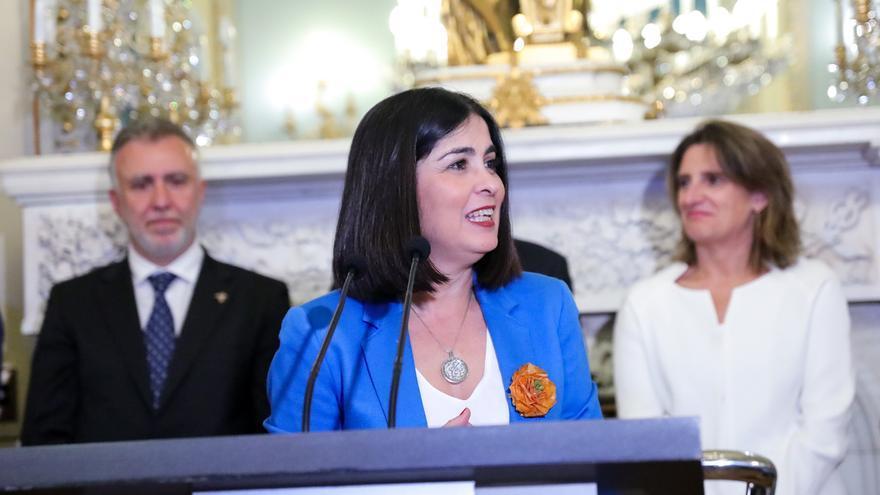 Carolina Darias toma posesión como ministra. Tras ella, el presidente del Gobierno de Canarias, Ángel Víctor Torres