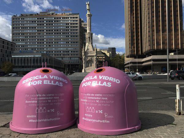 Contenedores solidarios de la Plaza de Colón   Fotografía: Somos Chueca