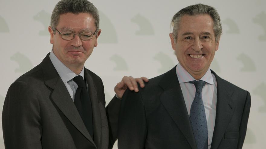El expresidente de Caja Madrid, Miguel Blesa, con Alberto Ruiz Gallardón